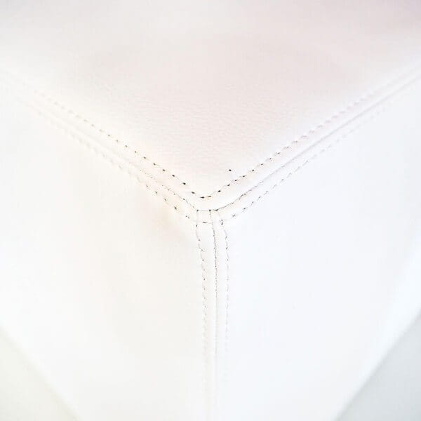 Sitzwürfel mit Kunstlederbezug